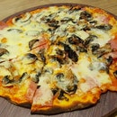 #mushroom #pizza - thin and crispy!