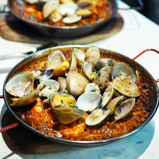 Bomba Paella with Tiger Prawns, Clams and Squids ☻☻☻☻☻☻☻☻☻☻ Rioja Wine Dinner ✨ Cellaraid's first wine dinner held at @delicacyfnwm featuring some of the really vintage old wine alongside a 7 course dinner.