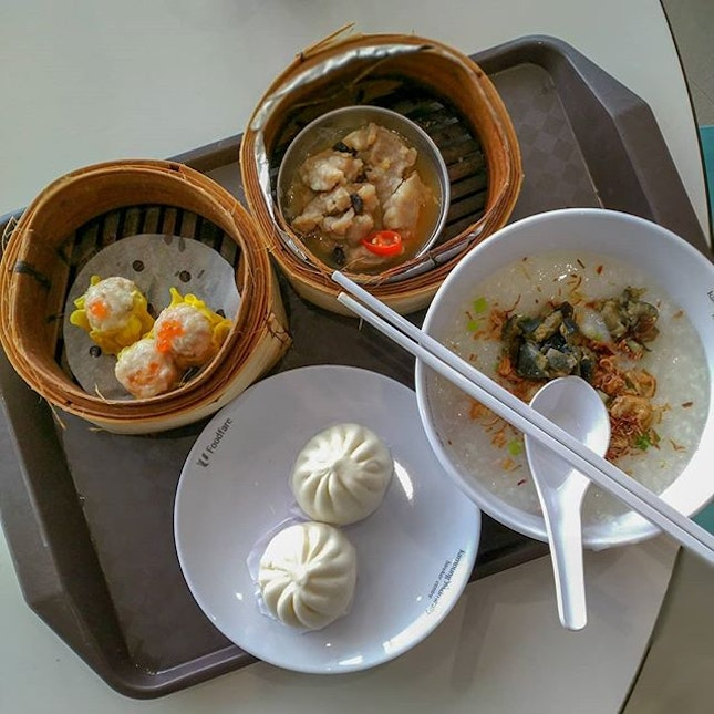 The dim sum stall at kumpung admiralty is not bad too.