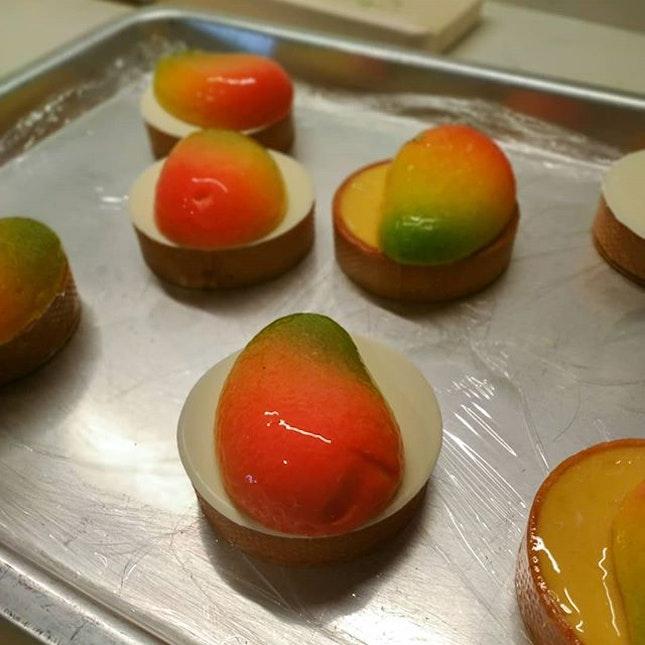 Mango tarts by @yangchiak