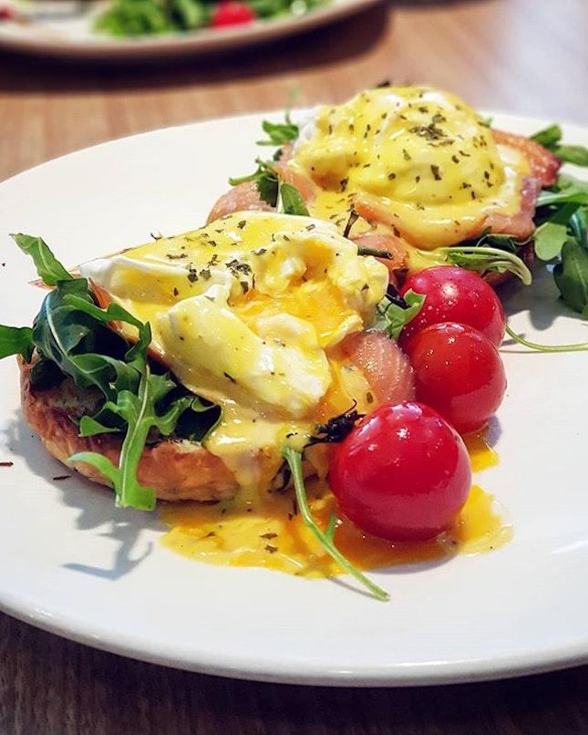 Truffled Eggs Benny @cedelesingapore 💁♂️🍳 .
