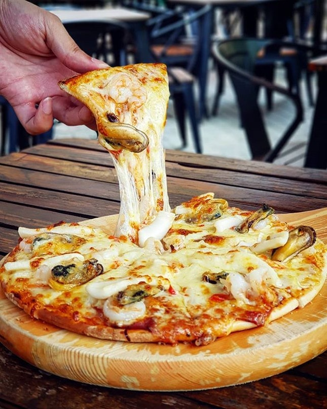 What's better than a pizza with cheese pull?