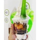 I told hubby i want to work in llao llao cos i can eat it everyday.
