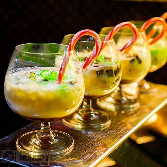 Chendol Christmas Eggnog ☃ Signature Christmas Classic - Creamy Eggnog with Chendol (Also my favourite dessert of the night)  Surprisingly, the chendol ingredients in the 'milk punch' blends harmoniously with the Coconut Malibu Rum and give it a forthy rich texture.