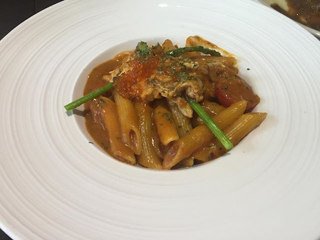 Crab Pasta ($12.90) 🦀 Penne, homemade crab bisque, crab meat, salmon roe 🦀 You would love this dish when you have craving for pasta & chili crab at the same time.