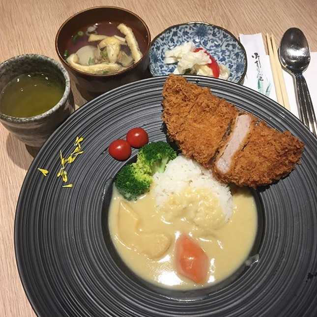 Iberiko Katsu Set ($19.80) 😋 Hokkaido White Curry 😱 Rich, smooth & premium would be my description for this sweet curry.