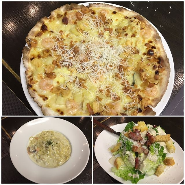Garlic Snowing Pizza ($23.50) Sweet white sauce, fried garlic, shrimp & pineapple Super love this paper thin pizza 🍕 Crab & Lobster Pasta ($23.50) Crab meat, lobster meat & garlic cream sauce Found this slightly too creamy 🍝 Caesar Salad ($15.50) Whole romaine hearts, grana padano cheese with bacon 🥗 #burpple