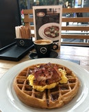 Bacon & Egg Waffles ($13) + Flat White ($5.50) 🥓 It had been a rather draining week at work and was so glad to have this mid-day breather.
