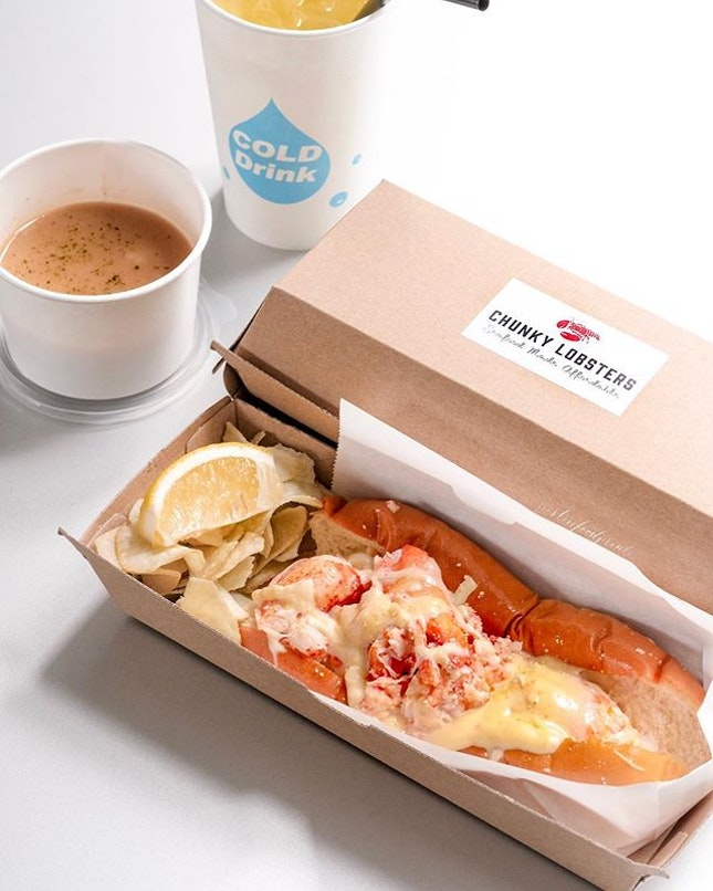 Lobster Roll ($16 nett, additional $3.90 for lobster bisque and drink).