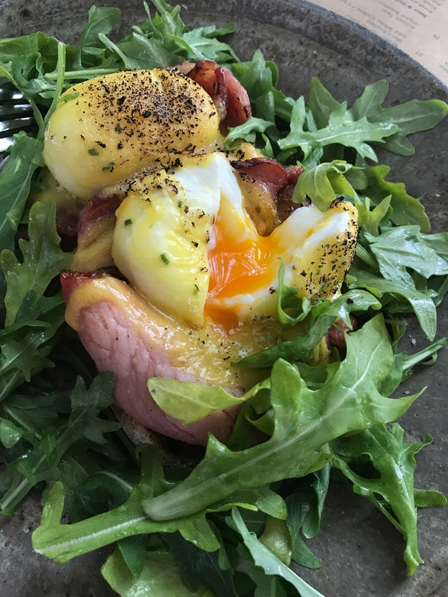 Organic Egg Benedict With bacon
