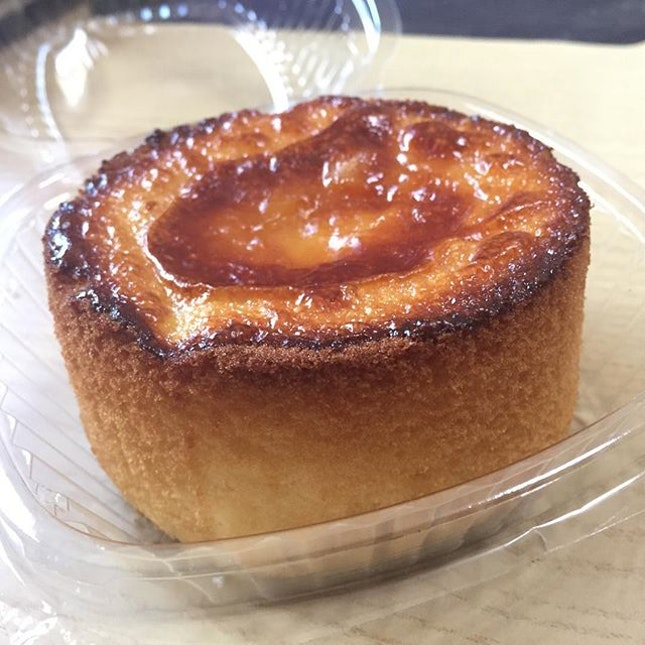 🍞New item from @breadtalksg Crater Cheese Honey Cake ($3.80).