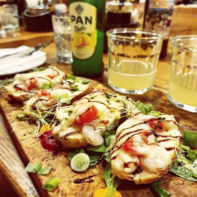 Day 5 - We had such an amazing experience with bruschettas in Croatia, we decided to order another one for our dinner in #Split.