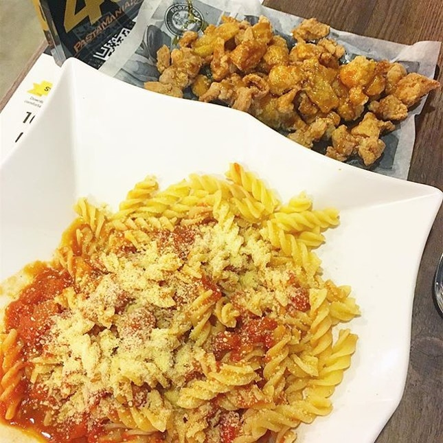 One of my favourite meal, Pomodoro ($5.90) and snack set (honey garlic chicken) from Pastamania ($6.90)