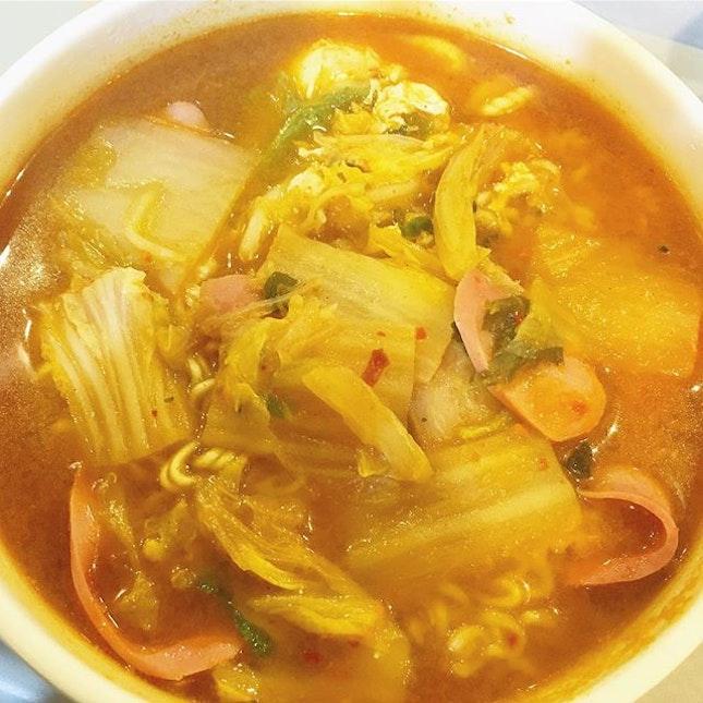 I really love kimchi ramyeon..