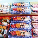 [Osaka, Japan🇯🇵] Freshest, quality seafood and fruits at lowest price!