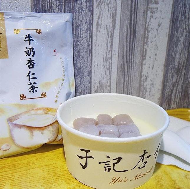 [Taiwan, Taipei🇹🇼] Shilin Night Market- Almond pudding with Taro balls.