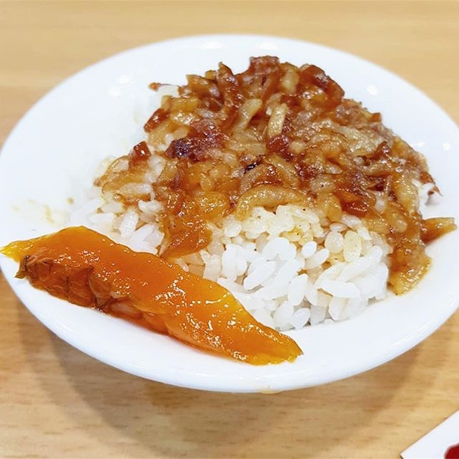 [Taiwan, Taipei🇹🇼] Taiwan's legendary food staple - Braised pork rice 😍😍 They take pride in this dish and you can find it easily in most food stalls.