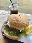 Foxhole Hawaiian Beef Burger with Raspberry Chips