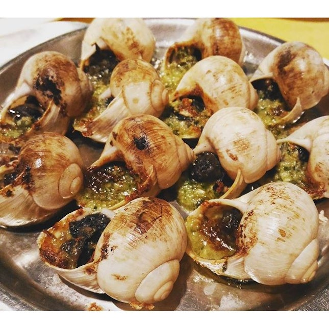 Toasted Escargots with Garlic parsley and butter - can skip coz really average.