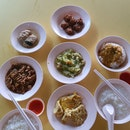 Teochew Porridge Stall With Long Queue