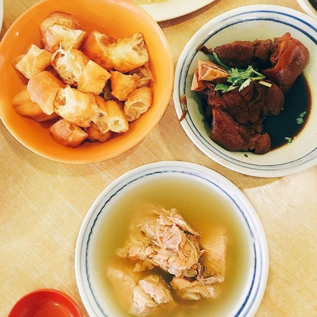 [Ya Hua Rou Gu Cha 亞華肉骨茶] 8/10  I feel like Bak Kut Teh is a Singaporean flavour you can grow into -- because that's what happened to me.