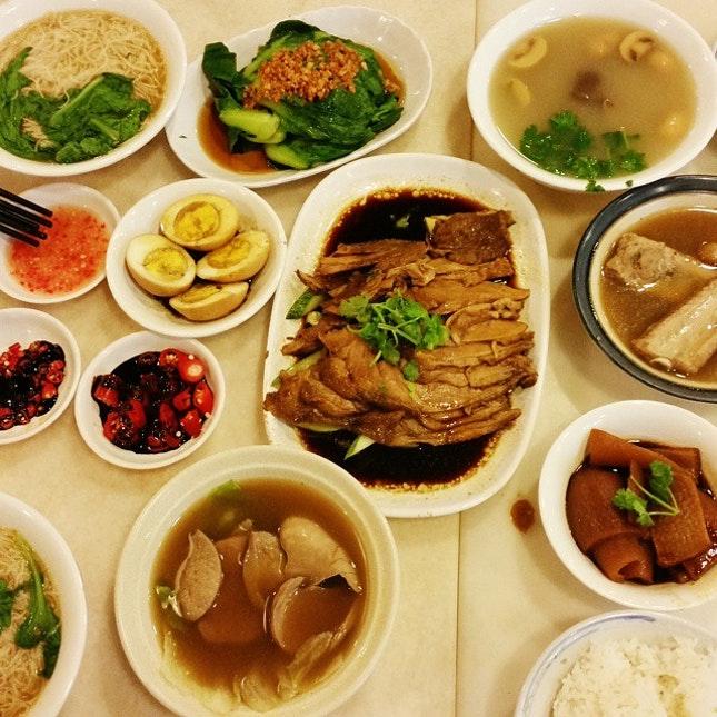 A trip down to tanjong katong to satisfied my bah ku teh cravings.