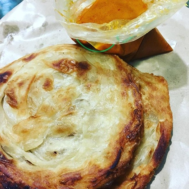 Prata kosong with fish curry($1 each) #mahamoodiyarestaurant #simpangbedok it was too hot to eat there but even after bringing it home, it was still crispy all the way to the centre!