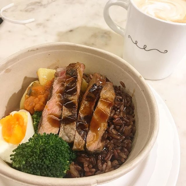 Beef with brown rice ($13) @parisbaguettesg @changiairport T2 arrival lvl ..