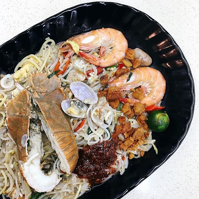 Read and tried this seafood Hokkien mee, another player in the league of hawker food with upsized seafood.