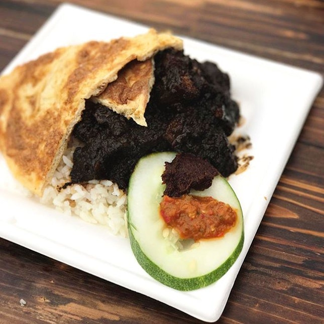 A different Nasi Lemak but this was one with a Peranakan touch by @chefshentan (Madam Tan), with awesome Buah Keluak pork that went so well with the fragrant coconut rice.