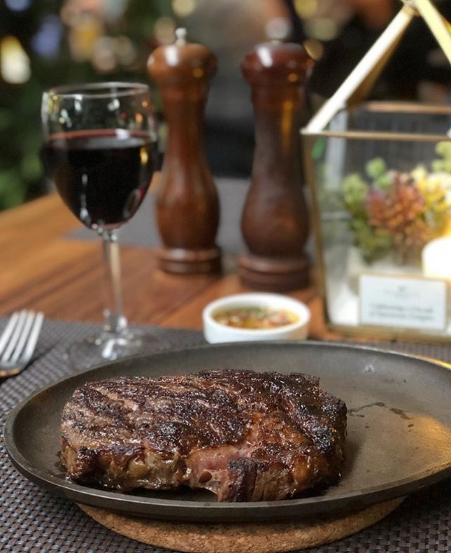 We all love Christmas and what best to celebrate it with a delicious candlelight steak and wine dinner.