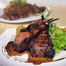Shake off the restaurant setting and formal dressing but you can still celebrate Christmas with good steak at the kopitiam.