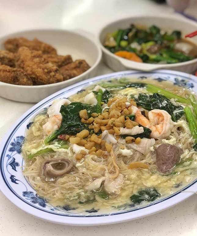Probably not as crowded as during its heyday but this neighbourhood Tze Char is still a popular place, perhaps amongst its regulars.