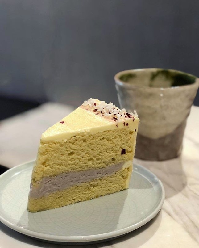 Gotta be one of our favourite cakes here @11hamiltonsg with those super fluffy and soft layers, much like a good chiffon cake.