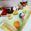 Santa is early with Swissôtel Bibik's Pandan Jade Yule Logcake🎄The pandan fragrance is seducing me!