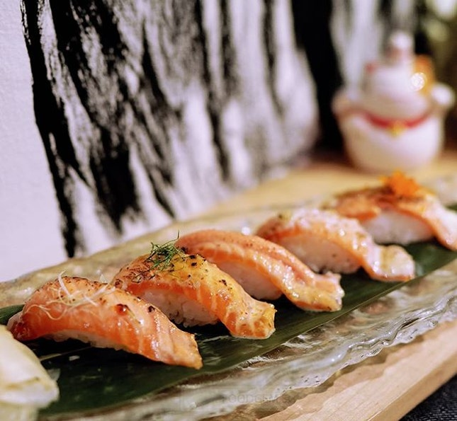 Roasted salmon in 5 different types of sauces including spicy sauce, honey lemon, sweet & spicy, mentai, black pepper sauce.