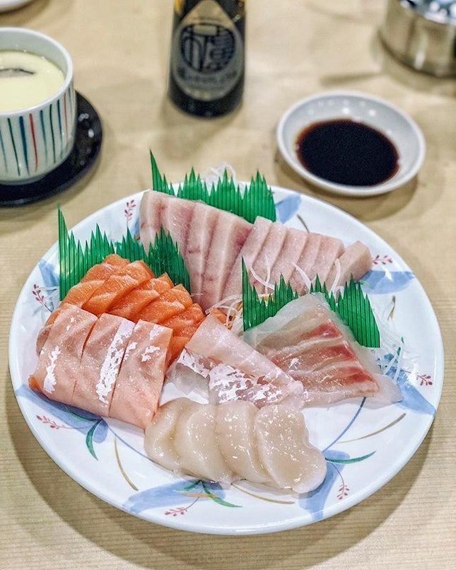 Always enjoy dining at Sakuraya where we take our pick from the many seafood and fish dishes.