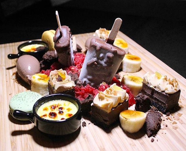 Served in a long wooden board similar to the MUnster platter, the signature MU dessert platter is a feast for the eyes and cameras.