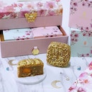 In conjunction with the upcoming Singapore Golden Week (SGW) and joy of the Mid-Autumn Festival, gift these Limited Edition Golden Mooncakes dusted with gold to your loved ones or business partner.