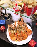 Have a Merry Lobster Christmas with unlimited servings of Grilled Boston Lobster, seafood on ice, Roast Tom Turkey, Chocolate & Banana Log Cake and more at the festive buffet.