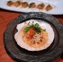 Scallop lovers will be delighted with this giant scallop of sashimi grade!