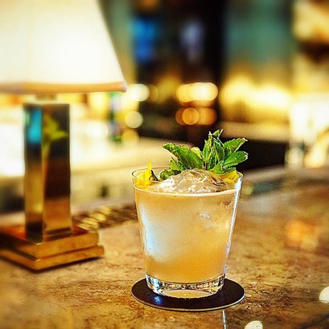 Pretty bar = order more cocktails 😅 #latergram #needtochillsoon .