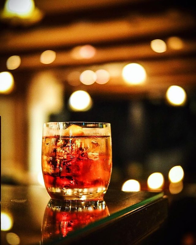 #negroni #nicebartender #coolbar Plus they give me free 🍟 fries when I come between 6-8pm #cheapthrills .