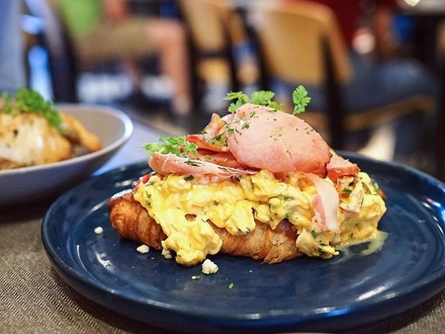 Wish I'm having this for lunch today, but I can't 😞 Probably the most amazing scrambled egg croissant in CBD?