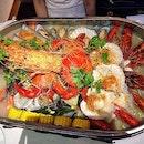 Climax Seafood Platter able to choose soup base of (Original,Mala,Tom Yum, Fresh Chilli) Sharing price: (2-4 person):$138.80 (4-6 person):$258.80 (6-8 person):$388.80 Personal rating: 3.5/5 Shop :Hi Joyful (嗨货) Address: 27 Smith St (S)058941 Opening: 1PM to 1AM * * #foodporn #foodhunter #foodlover #foodpic #food #foodie #foodgasm #foodhunt #igsg #tasty #foodstagram #foodpics #foodphotography #instafood #foodisfuel #foodshare #foodstyling #foodblogger #eeeeeats #whati8today #exploresingapore #burpple #sgfood #f52grams #platter #singapore #soup #seafood #hangout #birthday