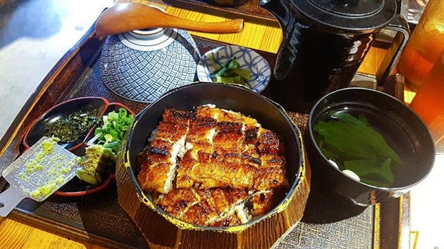 Lonnnnnng waited Unagi Don $26.80+ for regular $35.80+ for large  Personal rating: 4/5 Shop : Man Man Unagi Restaurant  Address: 1 Keong Saik Road 01-01 (S)089109 Opening: Mon - Sat (10.30am to 10pm) Note: Close in Sunday 📸: @nat_lingz * * * #foodporn #foodhunter #foodlover #foodpic #food #foodie #foodgasm #foodhunt #igsg #tasty #foodstagram #foodpics #buzzfeast #foodphotography #instafood #foodisfuel #foodshare #foodstyling #foodblogger #eeeeeats #whati8today #burpple #sgfood #f52grams #singapore #japanesefood #unagi #lunch