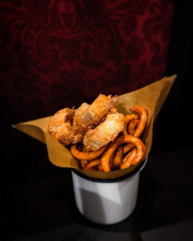 25 Degrees - Mix Any 2 Sides (💵S$5) Onion Rings & Curly Fries.