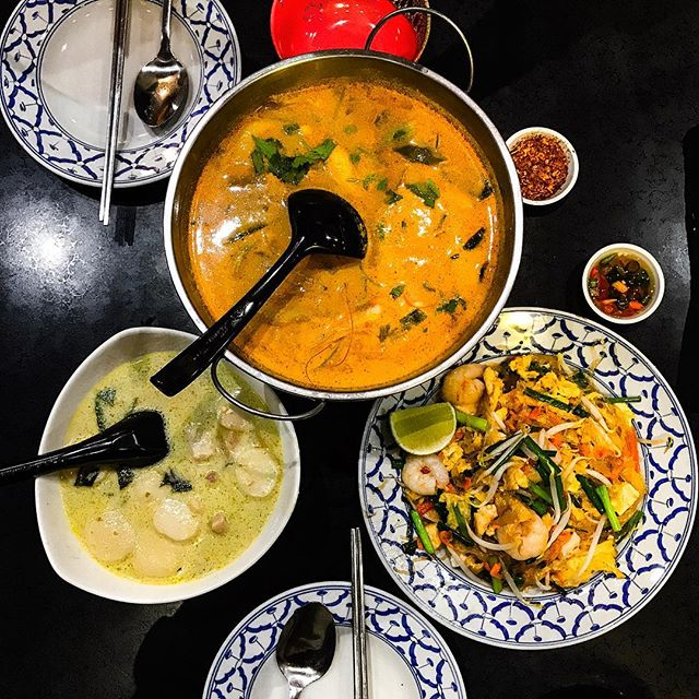 Ah Loy Thai 🏵 Tom Yam Seafood Thick Soup (💵S$8.90)  Thai Green Curry (💵S$8.40)  Fried Glass Noodles (💵S$8.40) • ACAMASETAS💮: A crowded & well known Thai eatery situated at Tan Quee Lan St, Bugis that seems to always have a line at its door.