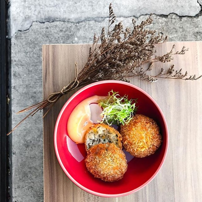 W39 Bistro & Bakery - HOSTED TASTING - Starters - Chef's Specialty; House-made Crab Cakes (💵S$10) Pure Crab meat, capsicums, spring onion, coated with bread crumbs, fried till Golden Brown (2pcs) 🍤 • ACAMASEATS & GTK💮: Made out of pure crab meat that's generous for the price one pays.