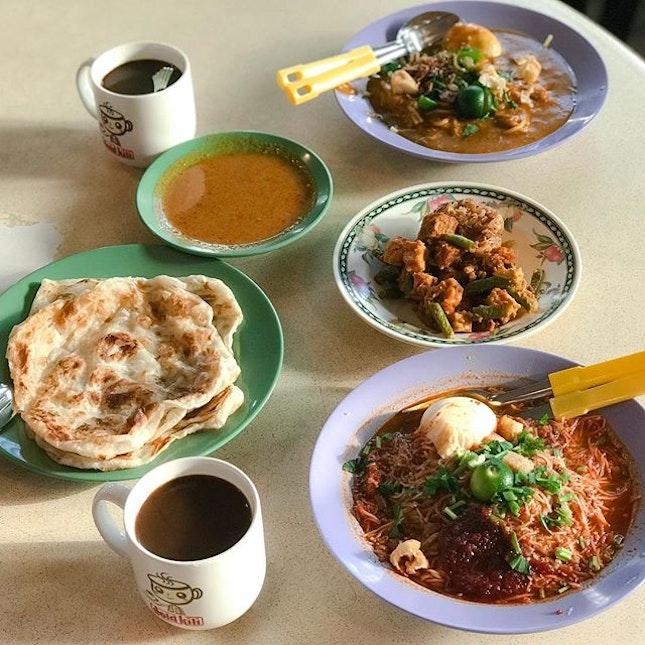 @anthonybourdain on Singapore's Street Food 💮 .